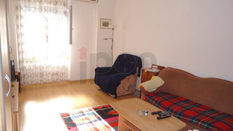 Centar,   2S-KL stan u visokom prizemlju na traženoj lokaciji !!!