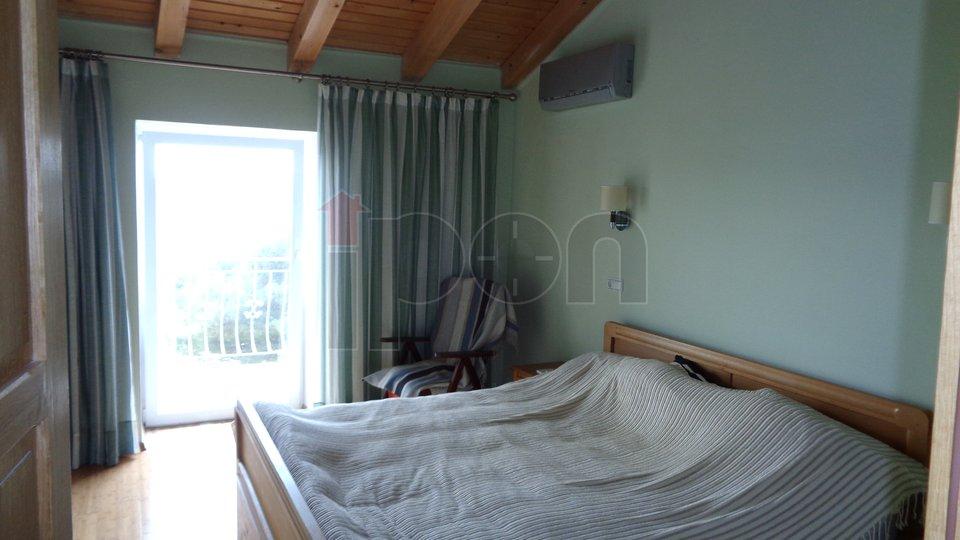Crikvenica, elegantan dvoetažni stan, sa direktnim izlazom na plažu !