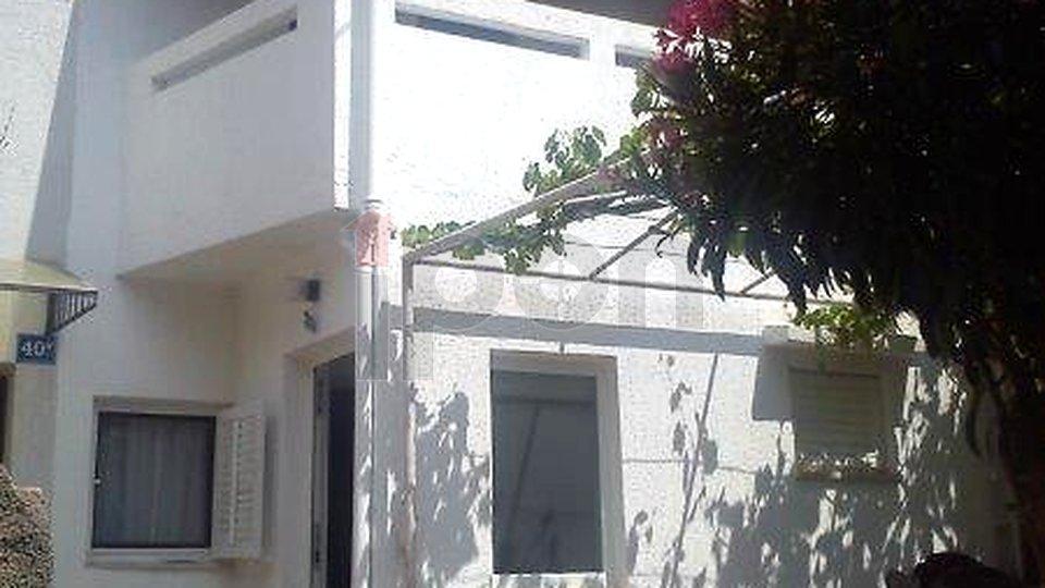 Punat, novouređena dvojna manja kuća