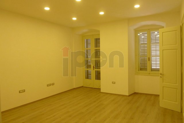 Commercial Property, 96 m2, For Rent, Rijeka - Centar