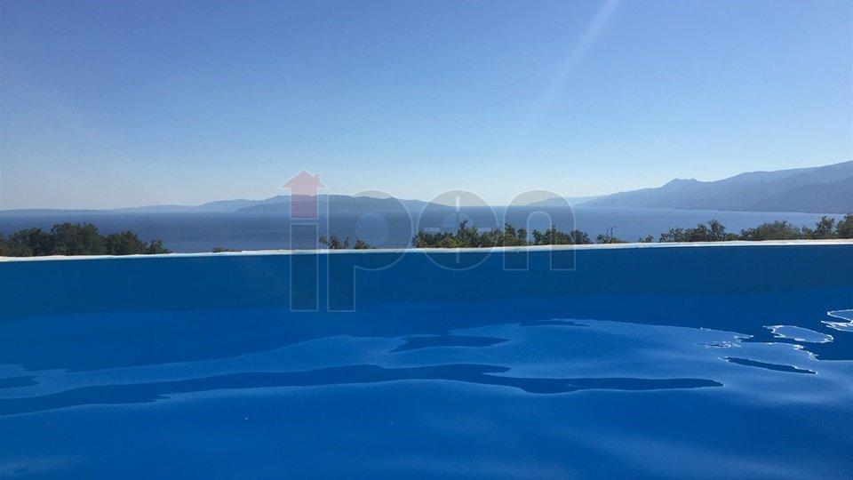 Martinkovac, vrhunska nova kuća sa dva stana, bazenom te predivnim pogledom na cijeli Kvarner !