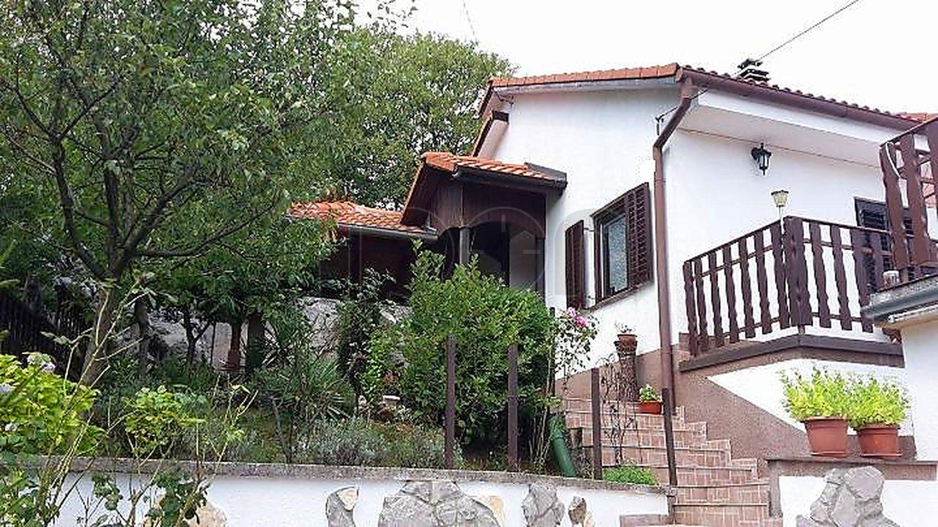 Viškovo-Saršoni, kuća sa dva stana 2S+DB ! POVOLJNO !