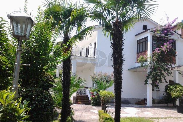 Opatija,  samostojeća kuća 1. red do mora