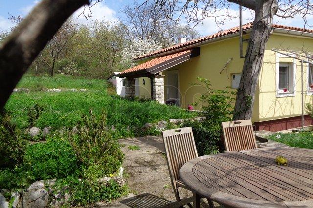 Podmurvice-Rujevica, mala kućica sa vrtom i pogledom na more