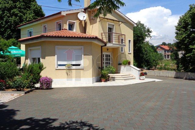 Marinići, lijepa samostojeća kuća sa dva stana!  Mogućnost zamjene za stan !