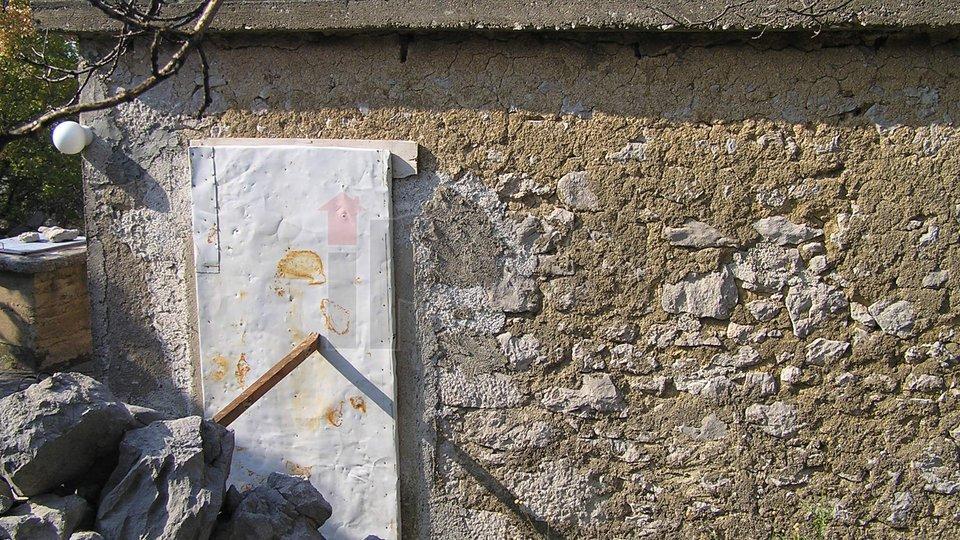 Jablanac, veliko imenje sa ruševinom i gospodarskom zgradom