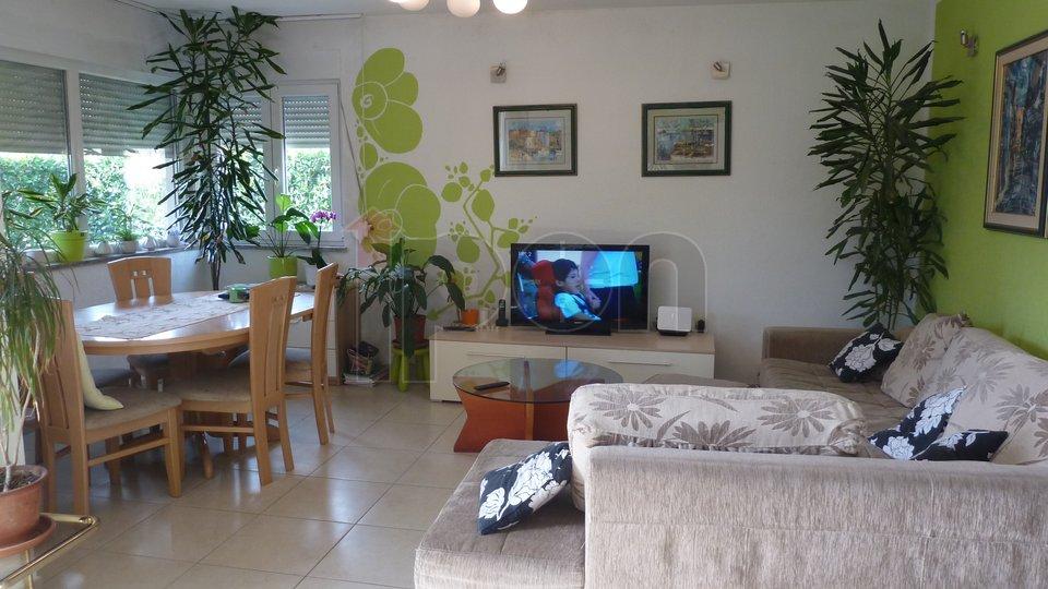 Mavrinci, lijepa, novija kuća površine 159 m2 sa okućnicom i dvorištem