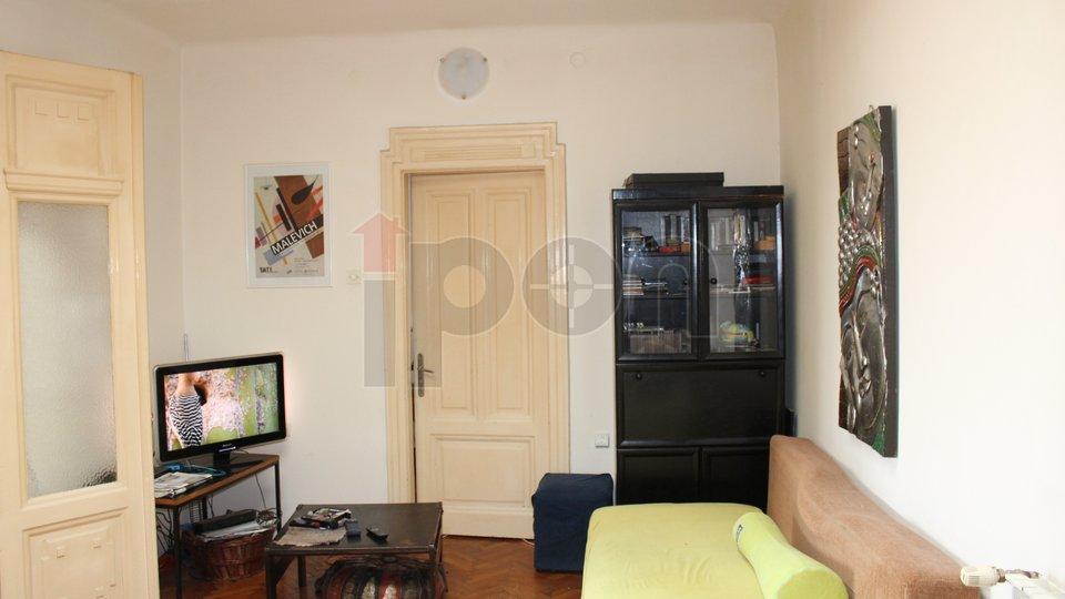 Rijeka, Centar, komforni stan na iznimnoj lokaciji, povoljna cijena!