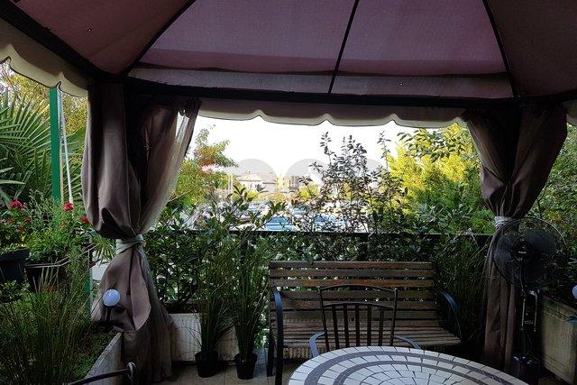 Banderovo-Štranga, Predivna i lijepa samostojeća kuća na 600 m2 okućnice sa dva stana!