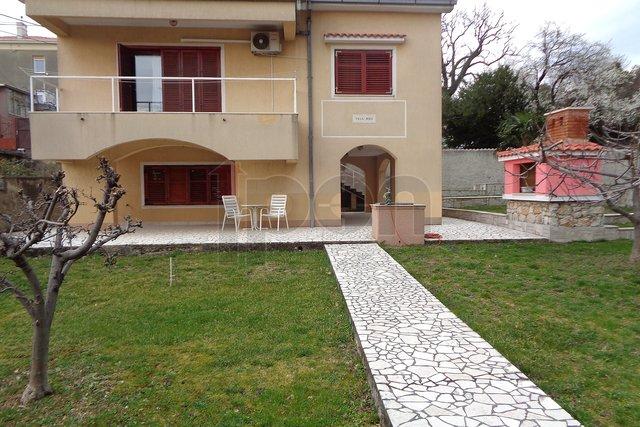 Donja Vežica, kuća sa dva stana na odličnoj lokaciji !