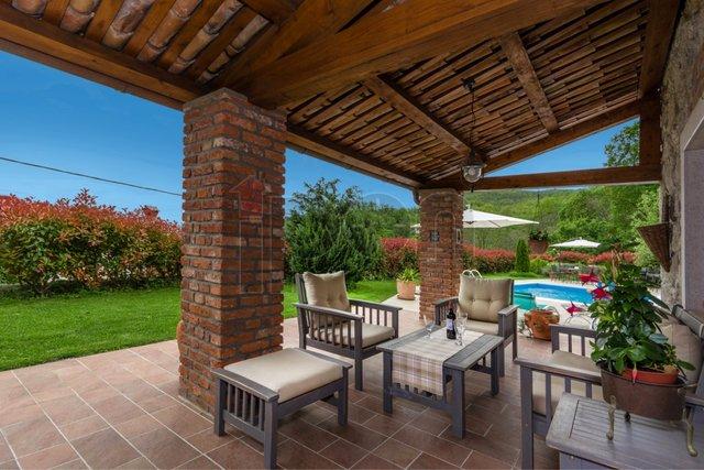 Poljane, prekrasne dvije obnovljene kamene kuće sa bazenom. POSEBNO ATRAKTIVNE KUĆE !