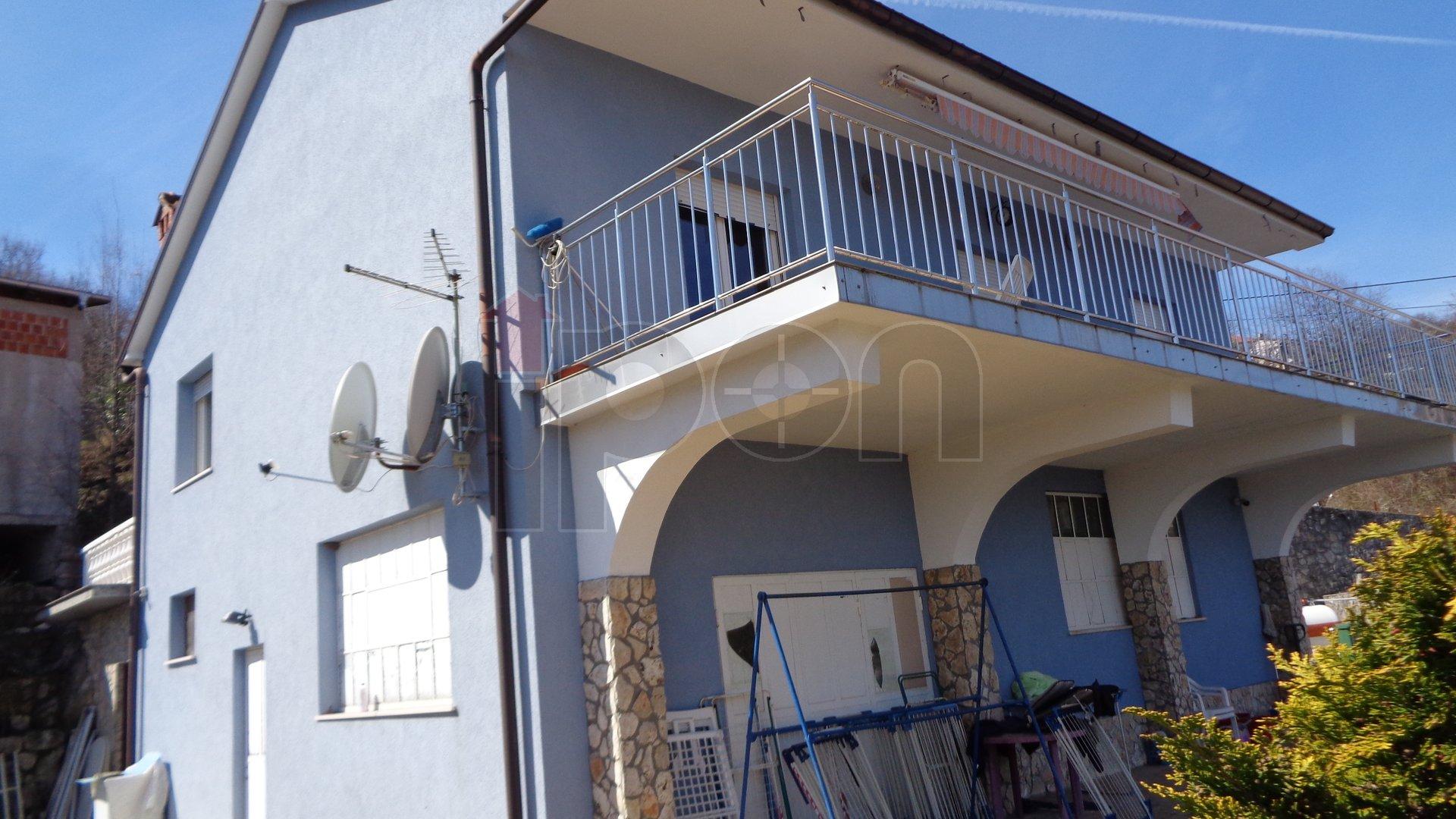 Rukavac, samostojeća kuća sa stanom i poslovnim prostorom, velika terasa s pogledom, uređena okućnica, povoljno!