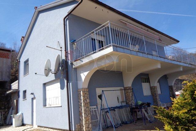 Rukavac, samostojeća kuća sa stanom i poslovnim prostorom