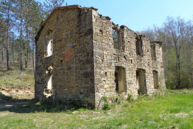 Tupljak-okolica, kamena kuća za obnovu. PRILIKA !