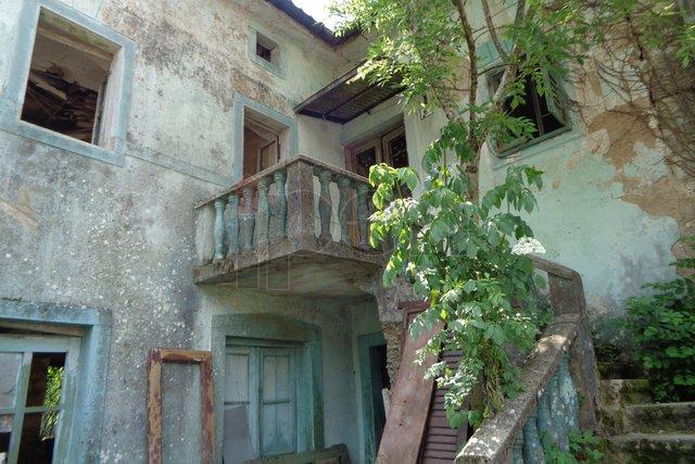 Zoretići okolica, ruševna kuća za adaptaciju