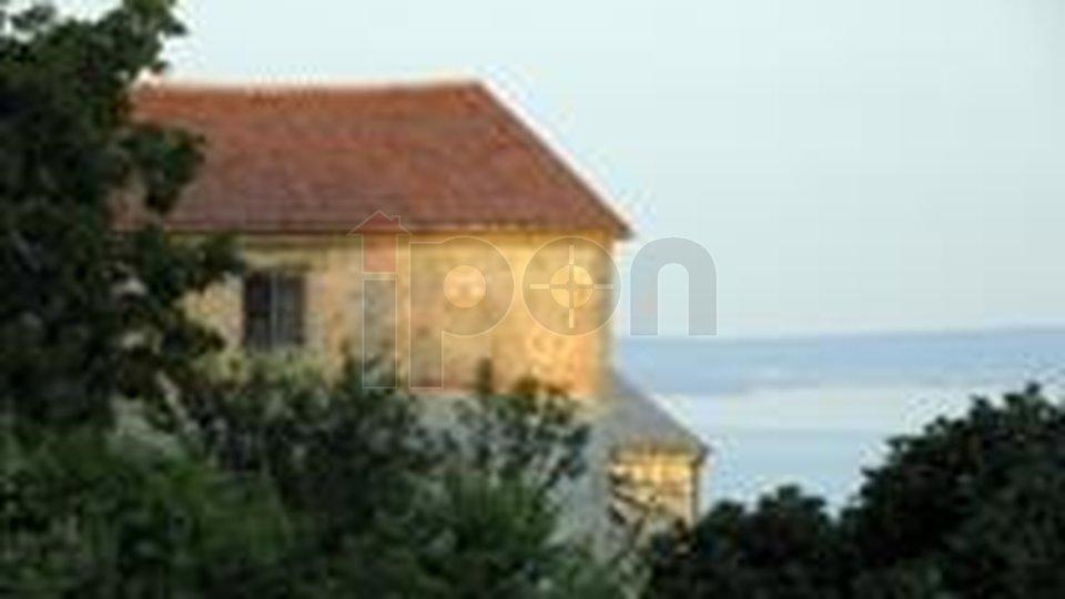 Grobnik-okolica, samostojeća kuća sa dva stana i pogledom na more ! PRILIKA !!!