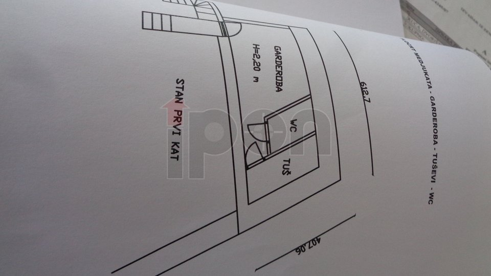 Kastav, samostojeća kuća sa poslovnim prostorom. Spuštena cijena !