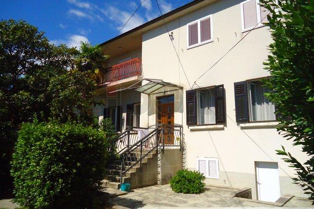 Kozala, kuća sa dva stana , dvije garaže i okućnicom. RIJETKOST !!!