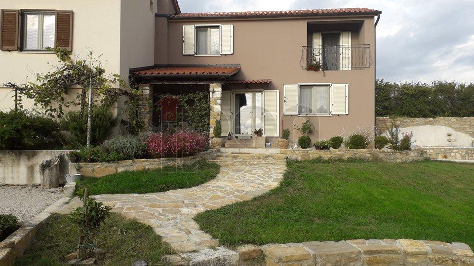 Kršan, okolica, imanje sa 3 kuće i 7000m2 zemljišta