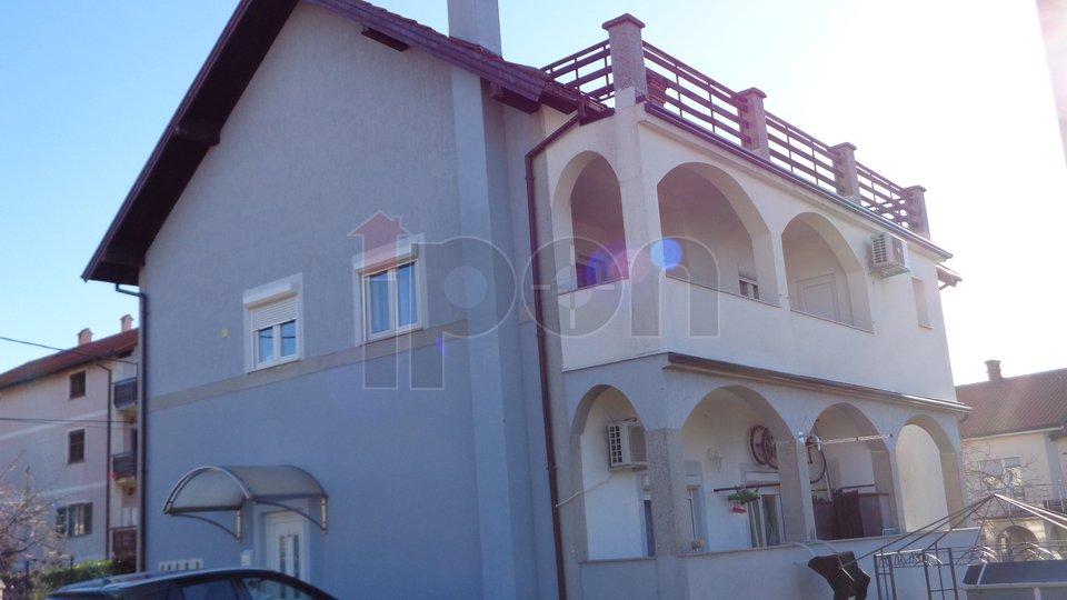Marinići, etaža kuće sa pogledom na more i velikom terasom ! PRILIKA !