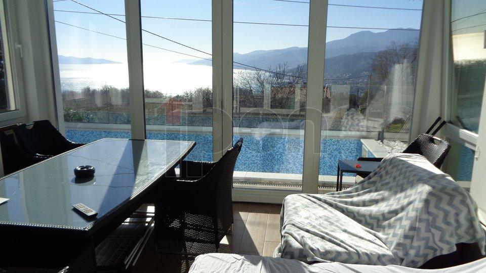 Rubeši, kuća sa 3 stana i bazenom