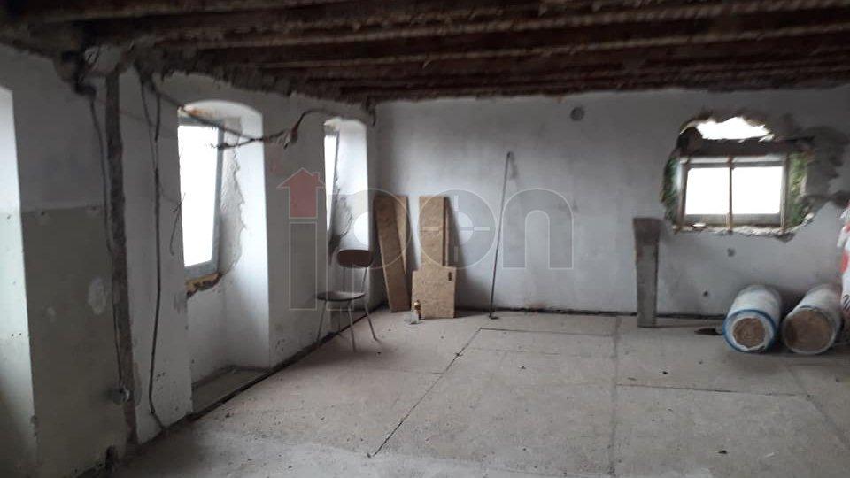 Gornja Vežica, primorska kuća sa okućnicom