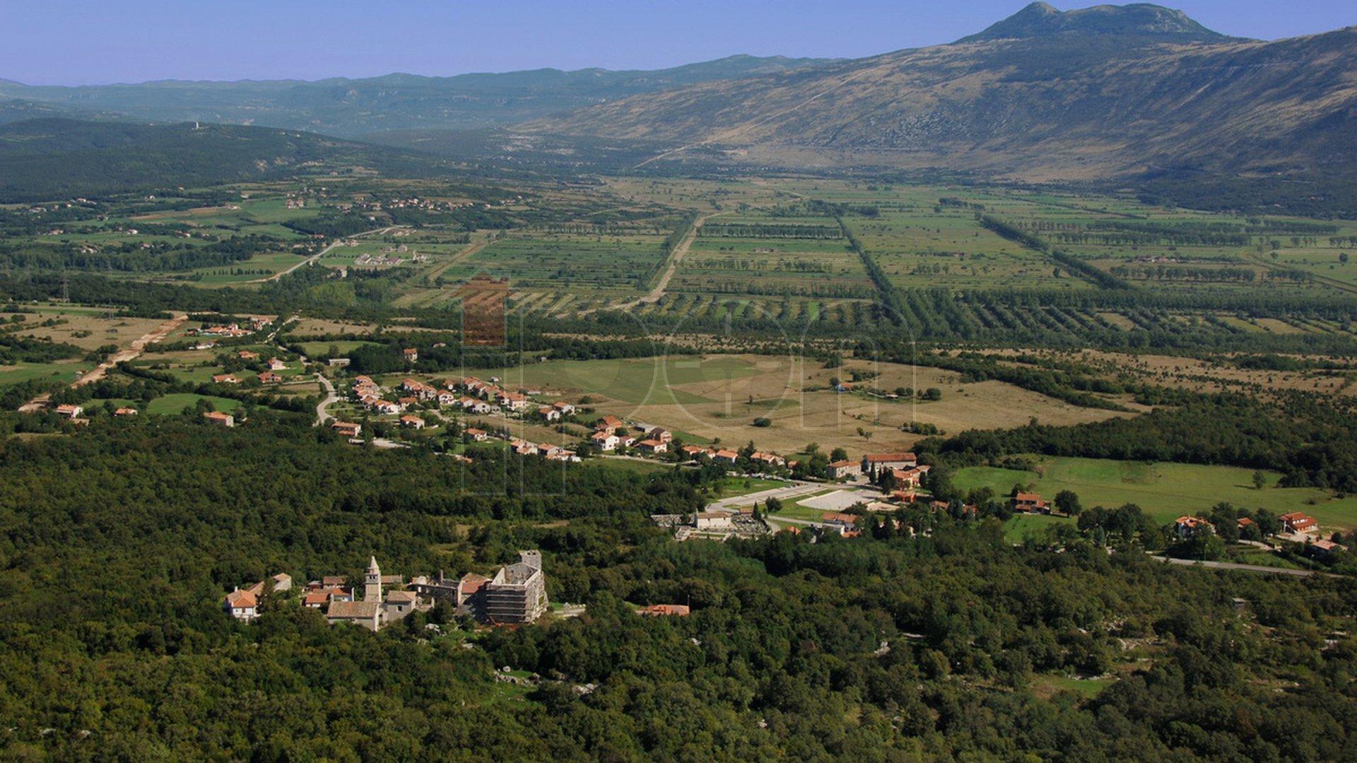 Istra, Kršan, zemljište, 19600m2, s pripadajućim šumskim dijelom, samo 96 kn po m2, idealno za investitore!