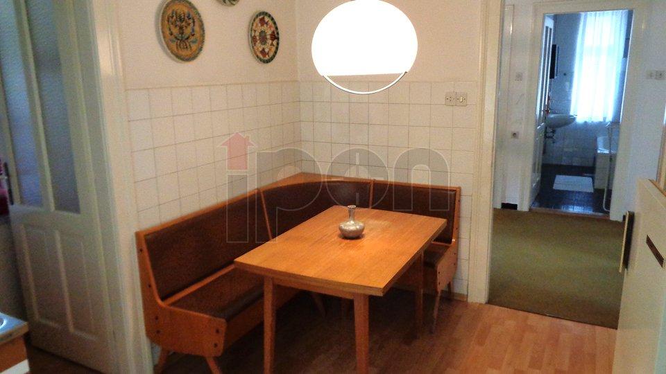 Trsat, etaža vile u Radićevoj ulici mogućnošću kupnje garaže