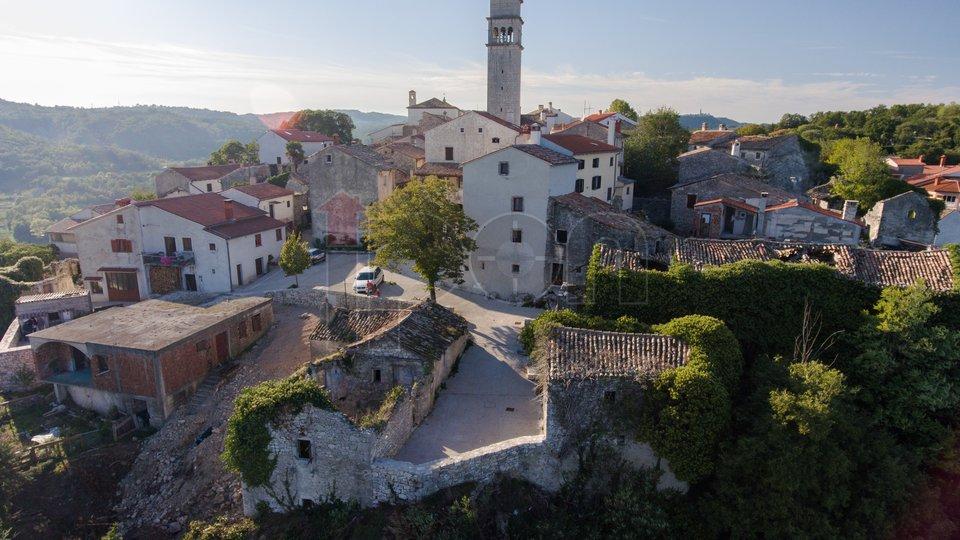 Pićan, Istra, 3 kamene kuće u nizu
