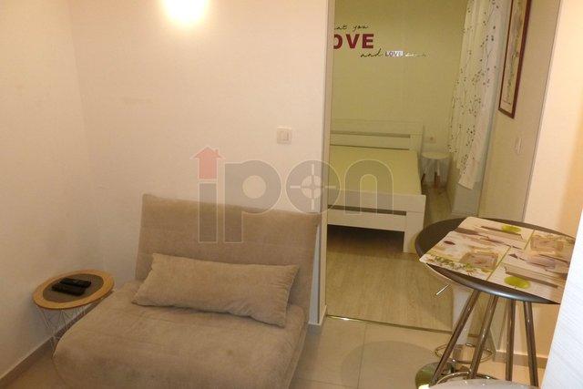 Rijeka-Centar, novouređen stan za dvije osobe, iznajmljujemo, odlična lokacija, male režije!!