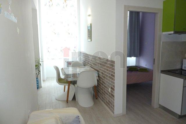 Rijeka-Centar, moderno uređen stan za dvije osobe iznajmljujemo, odlična lokacija, male režije!!