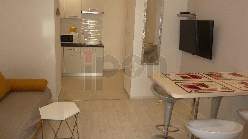 Rijeka, strogi centar, kvalitetno preuređen stan u tri jedinice, idealan za trajni ili dnevni najam!