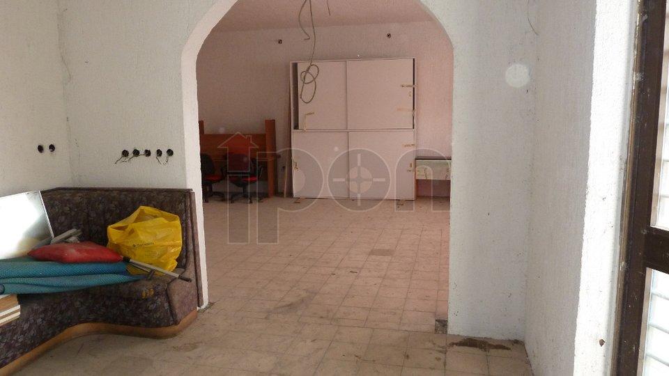 Novi Vinodolski, poslovni prostor u prizemlju s izlogom