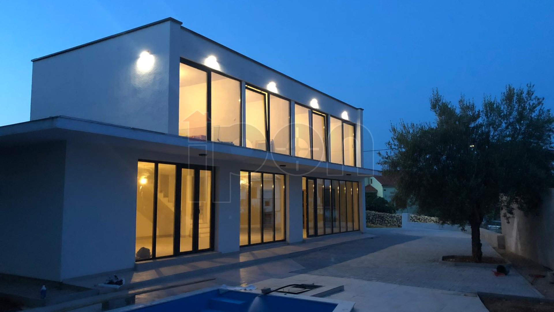 Krk-Linardići, nova samostojeća kuća sa bazenom. Po projektu poznatog arhitekta !