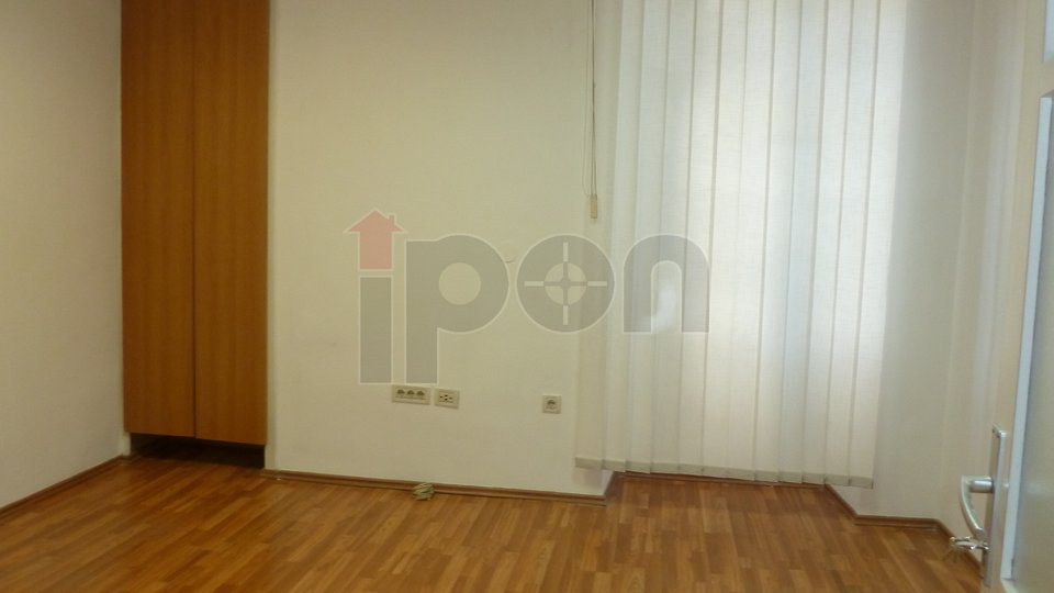 Commercial Property, 17 m2, For Rent, Rijeka - Centar
