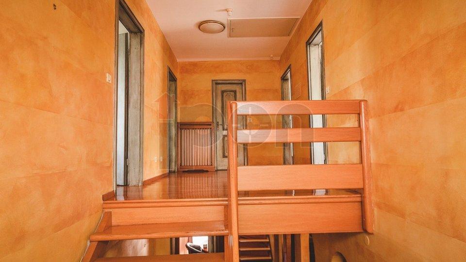 Vežica G. samostojeća kuća na 3 etaže u blizini Kampusa