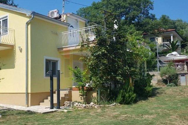 Krk-Čižići, kuća s dva stana, 300m od mora