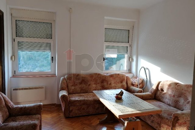 Centar-Sušak, namješten stan od 44 m2 nadaleko od centra grada