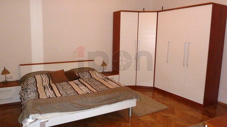 Rijeka, Centar, gospodski stan, spavaća soba