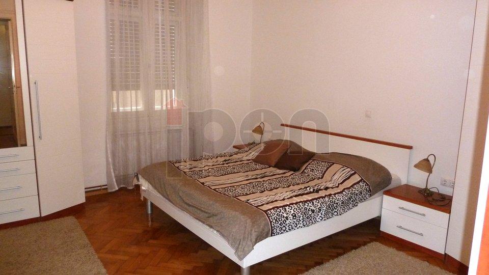 Rijeka, Centar, gospodski stan, spavaća soba slika druga