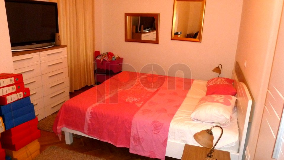 Rijeka, Centar, gospodski stan, spavaća soba manja