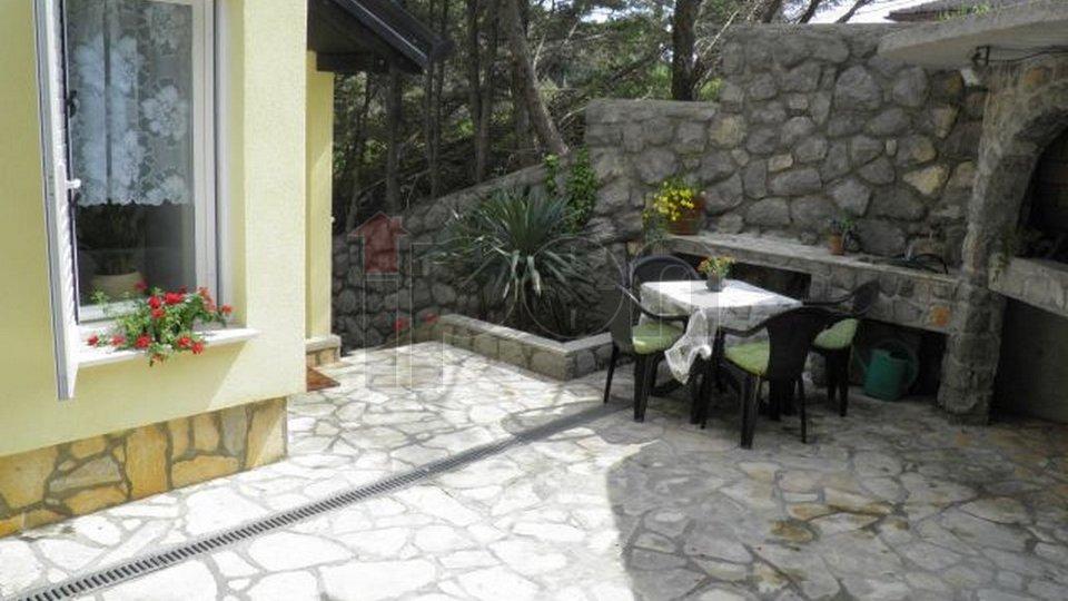 Mošćenička Draga, manja kuća pogodna za investiciju