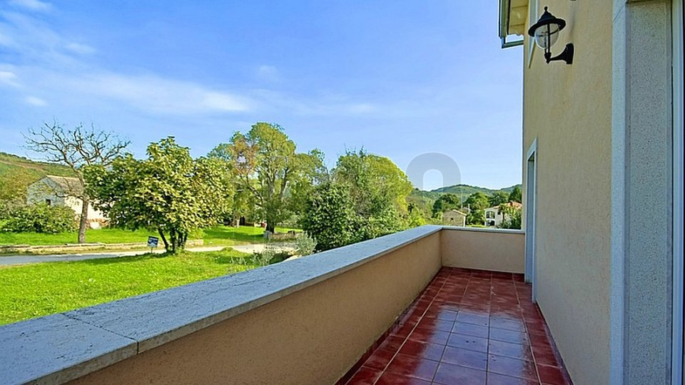 Karojba, predivna samostojeća vila sa bazenom u centru Istre