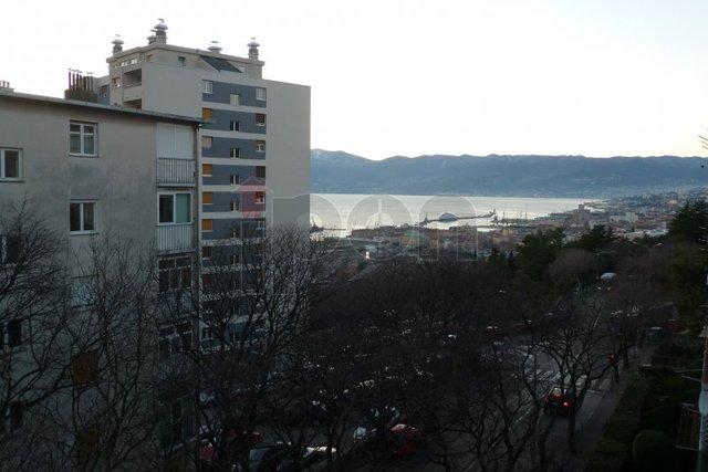 Vojak, stan 2S+DB, odlična pozicija, pogled more, dobro održavana zgrada, dva balkona!