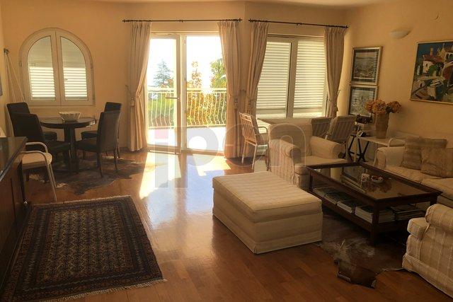 Opatija, luksuzni stan 3S+DB na vrhunskoj pozicji, prekrasan ambijent, lijep pogled, kvalitetna nekretnina!