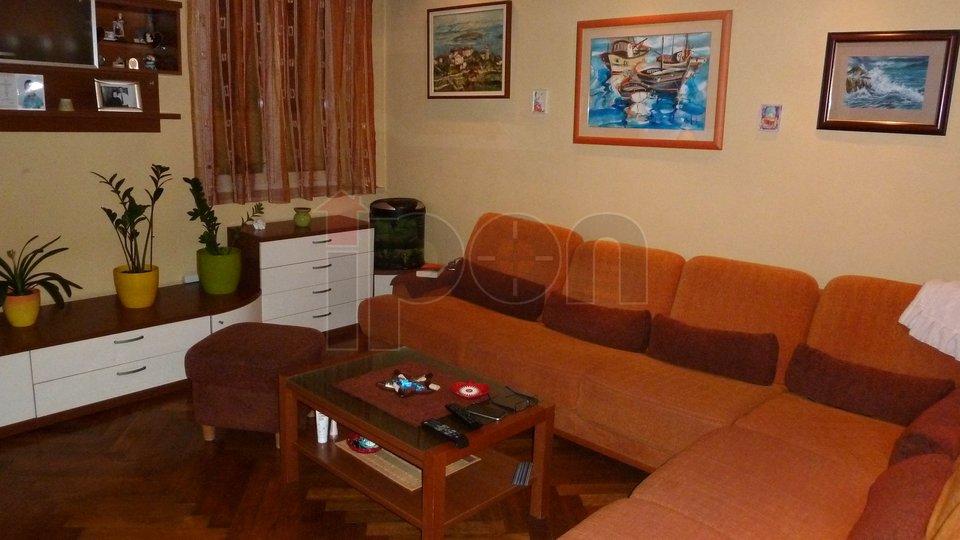 Rijeka, Korzo, gospodski stan s pripadajućim poslovnim uredom, izvrsna mikro lokacija!