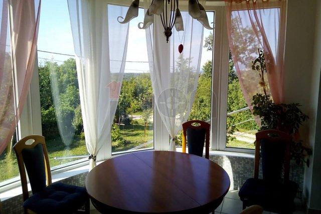 Viškovo, lijepa prizemna novija kuća. Mogućnost zamjene za dvosobni stan !
