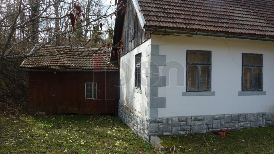 Lukovdol, vrlo lijepa stara samostojeća goranska kuća, povoljno!