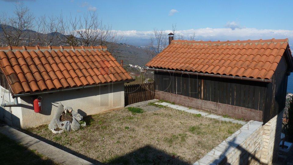 Lovran, zaleđe, kvalitetno građena samostojeća kuća sa panoramskim pogledom!