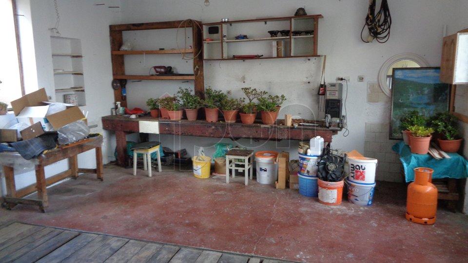 Matulji, kuća sa tri stana i garažom